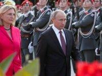 Putin'i düğününe çağıran Avusturya Dışişleri Bakanı'na istifa çağrısı