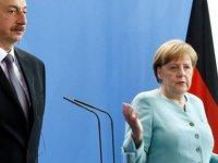 Merkel Azeri doğalgazı için Bakü'ye gidiyor