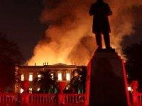 200 yıllık birikim kül oldu: Brezilya'da 200 yıllık müzede yangın