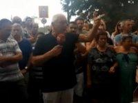 Beyarmudu sınır kapısında  geçişler durdu, eylem yapılıyor!
