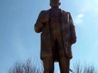 """Ben Vatandaş"" Limasol'a Lenin Büstü Dikmek İstedi"