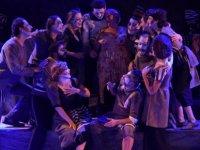 """16. Kıbrıs Tiyatro Festivali """"Hayalet Kumpanya"""" oyunuyla perdeleri açtı"""