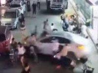 Araçla kalabalığın arasına daldı: Ölü sayısı 11 oldu