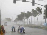 Süper tayfun Filipinler'i vurdu, Hong Kong'a ilerliyor
