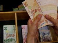Çalıştığı bankayı 15 milyon lira dolandırıp izne çıktı