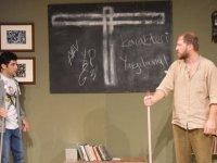 Bandabuliya Sahnesi'nde bir yabancılaşma hikayesi