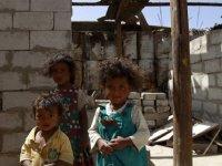 Yemen'de insanlar kıtlıktan ot yemeye başladı'