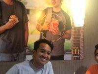 McDonald's'ı işleten Asya kökenli iki genç, 25'er bin dolar kazandı