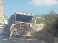 Lefkoşa-Girne yolunda araç yandı