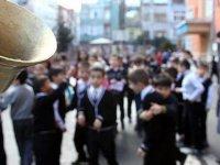 Okul bahçesinde öpüşen çocuğa 4.5 yıl hapis cezası