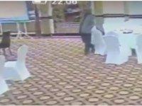 Pakistanlı yetkili, Kuveytli delegenin cüzdanını çalarken görüntülendi