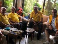 Lefkoşa Merkez Lions Kulübü yaşlıları ziyaret ederek, yardım yaptı