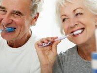 DAÜ Diş Hekimliği Fakültesi Dünya Yaşlılar Günü nedeniyle açıklamalarda bulundu