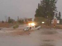 İnönü'de aracı yağmur suyu yuttu! Sürücü boğulma tehlikesi geçirdi