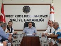 Denktaş, Seracılar Birliği ve Gazimağusa Sera Üretim ve Pazarlama Kooperatifi yetkilileriyle görüştü