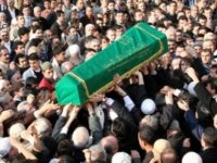 Adana'da cezaevi firarisi, kendisi için ölüm ilanı yayınlatıp cenaze töreni düzenletti