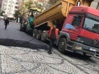 Arnavut kaldırımı zifte boğan belediyeye tepki
