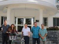 Denktaş, Bisiklet Severler Derneği'nden bir grup heyeti kabul etti