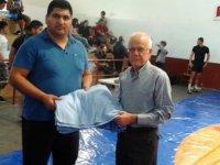 Güreşseverler Derneği'nden Büyükkonuk'a destek