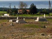Larnaka türk mezarlığında Arapça yazılı yeni mezar taşları