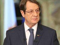 Kıbrıs Dosyası'nın 4 cildi Anastasiadis ve parti başkanlarına sunuldu