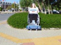 DAÜ rektörlüğü engelli öğrenciler için özel panolar yerleştirdi