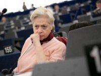 Eleni Theoharus Arnavutluk'ta istenmeyen kişi