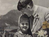 Hitler'in Yahudi kızla çekilmiş imzalı fotoğrafı açık artırmaya çıkıyor