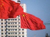Çin'de bir kadın, yolda oluşan çukur tarafından yutuldu (VİDEO)