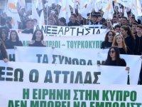 """POFEN ve PSEM Kıbrıs bayrakları ve """"Kıbrıslırumlar ve Kıbrıslıtürkler-Ortak Vatan ve Ortak Mücadele"""" sloganıyla yürüdüler"""