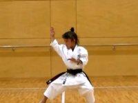10 yaşındaki küçük kız tecavüzcüyü karate ile uzaklaştırdı (VİDEO)