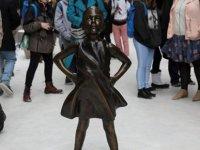 'Korkusuz Kız' heykeli taşınıyor