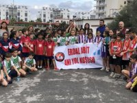 KTÖS Erdal Abit'in anısına ilkokul öğrencilerinin katıldığı anı koşusu düzenledi