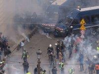 #CANLI YAYIN - Paris'te Sarı Yelek protestocuları'na göz altı ve biber gazı - CANLI YAYIN