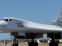 Rusya, ABD'nin Burnunun Dibine 'Nükleer Bombardıman Uçakları' Gönderdi
