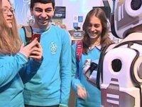 Rusların 'Android Robot' Olarak Tanıttığı Boris'in İçinden İnsan Çıktı