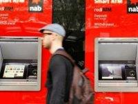 Bankamatiklerdeki sistem hatasını keşfetti: Paraları kumarda ezdi