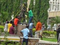Gana'da Irkçılıkla suçlanan Gandhi'nin heykeli kaldırıldı