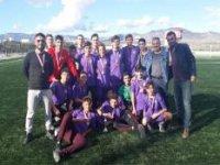 İskele Ticaret Lisesi'nin bu yıl kurduğu futbol takımı 3. oldu