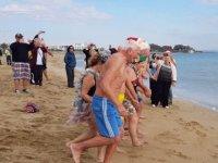 İskele Belediyesi organizasyonuyla, KHYD yararına denize girdiler