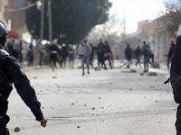 Tunus'ta gazeteci kendini yaktı: Halk sokakta, direnişte