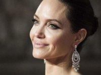 Angelina Jolie siyasete girebileceğini açıkladı!