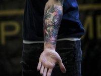 'Renkli dövme alerjik reaksiyon riskini artırıyor'
