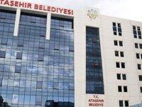 Türkiye'de bir işçi belediye önünde kendini yaktı