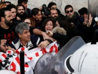 Yunanistan'da öğretmenlerden olaylı gösteri...
