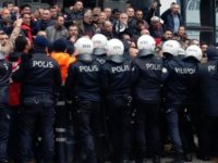 İzmir'de işçilere polis müdahale etti: Çok sayıda gözaltı