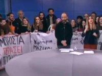 Öğretmenler Yunanistan'da devlet televizyonunu işgal etti