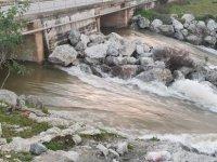 Gayretköy barajından taşan su Güzelyurt barajına ulaştı (Video)
