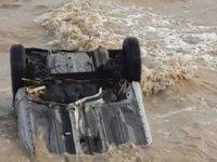 Araç denize sürüklendi