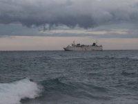 Fırtına nedeniyle bazı gemiler Girne açıklarına demirledi (foto)